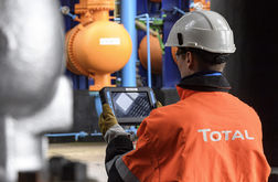 Total takes A$1.1 billion hit from Ichthys and GLNG