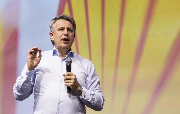 Shell chief braces market for Q2 results