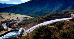 Snowy CEO backs hydro over gas