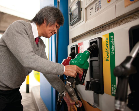 Aussies could save $350 a year by picking cheap fuel outlets