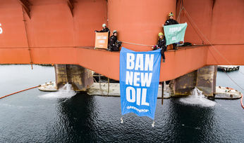 Greenpeace activists end Barents Sea rig action