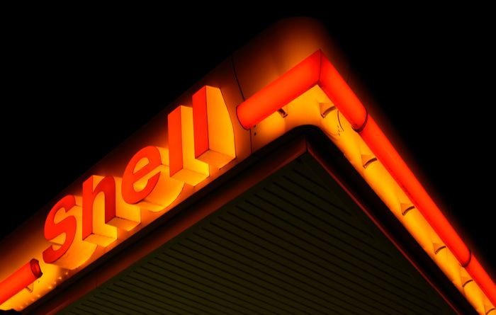 Shell slows refining business