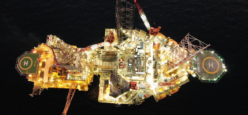 Australian oil workers rescue maritime defence personnel