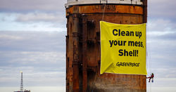 Greenpeace board Shell platforms over decom concerns