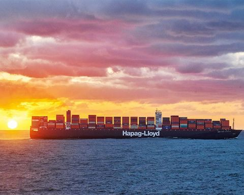 Hapag-Lloyd first in world to convert large container ship to LNG