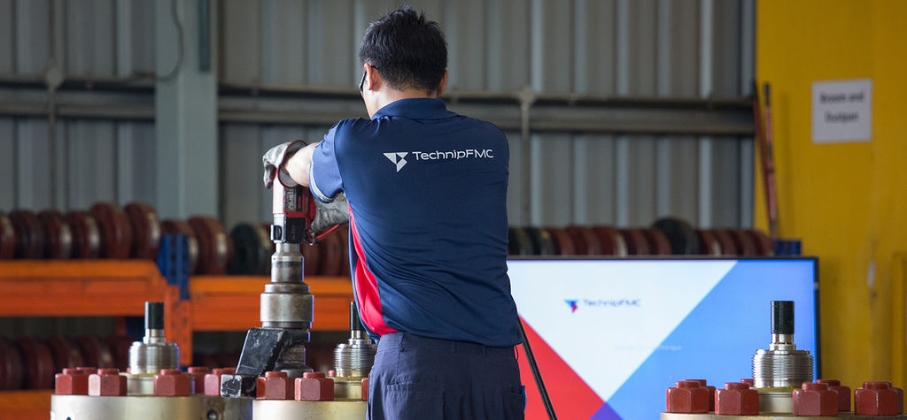 TechnipFMC votes to split into two companies